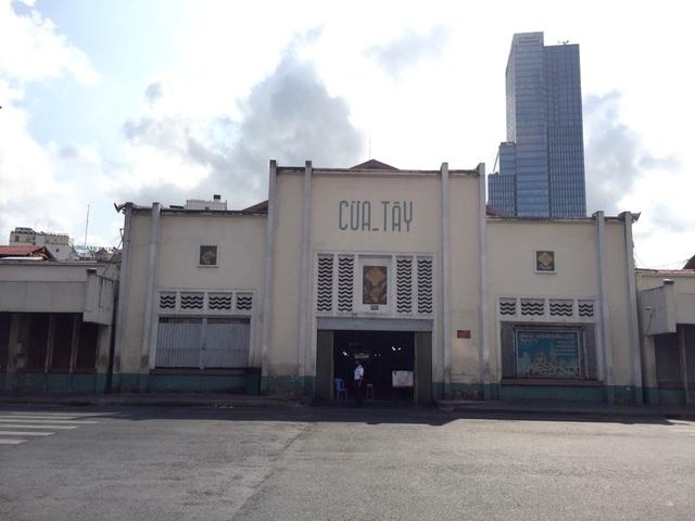 """Hàng loạt quầy, sạp tại chợ Bến Thành vẫn """"cửa đóng, then cài"""" vì ế khách - 3"""