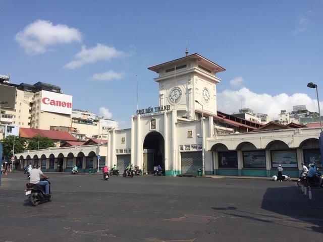 """Hàng loạt quầy, sạp tại chợ Bến Thành vẫn """"cửa đóng, then cài"""" vì ế khách - 2"""