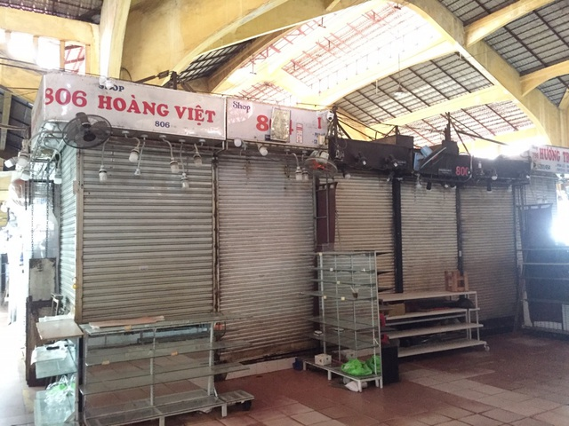 """Hàng loạt quầy, sạp tại chợ Bến Thành vẫn """"cửa đóng, then cài"""" vì ế khách - 11"""