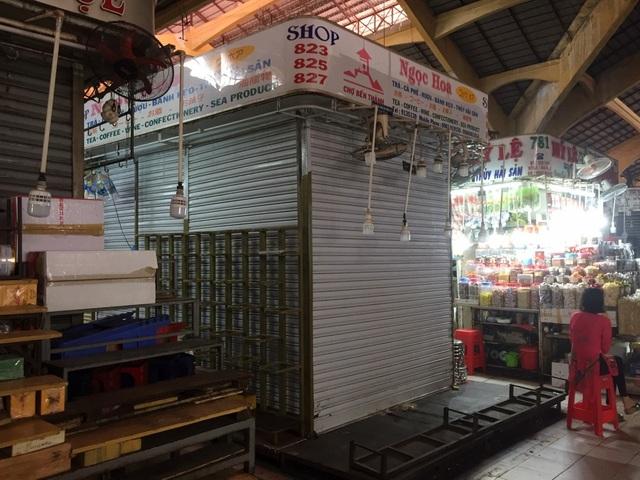 """Hàng loạt quầy, sạp tại chợ Bến Thành vẫn """"cửa đóng, then cài"""" vì ế khách - 7"""