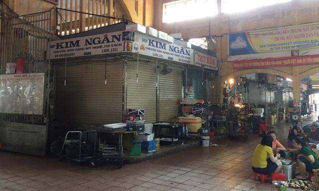 """Hàng loạt quầy, sạp tại chợ Bến Thành vẫn """"cửa đóng, then cài"""" vì ế khách - 18"""