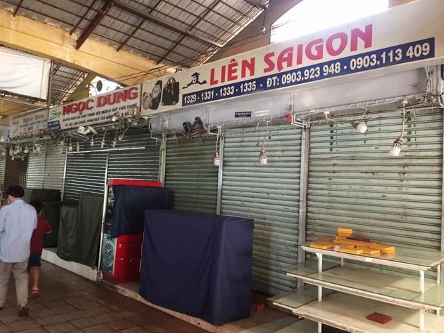 """Hàng loạt quầy, sạp tại chợ Bến Thành vẫn """"cửa đóng, then cài"""" vì ế khách - 5"""