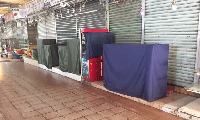 """Hàng loạt quầy, sạp tại chợ Bến Thành vẫn """"cửa đóng, then cài"""" vì ế khách - 12"""