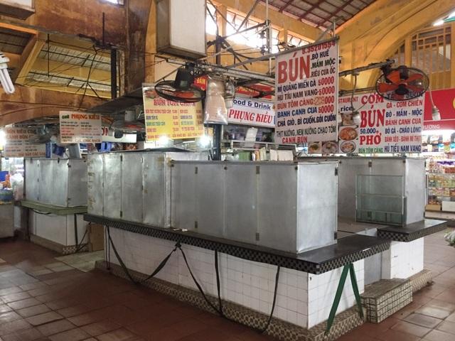"""Hàng loạt quầy, sạp tại chợ Bến Thành vẫn """"cửa đóng, then cài"""" vì ế khách - 13"""