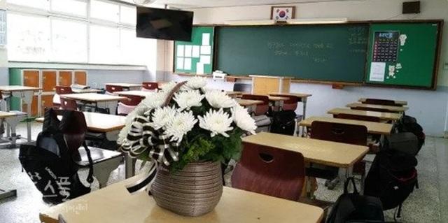 Học sinh tự tử, giáo viên bị kết án 10 tháng tù - 1