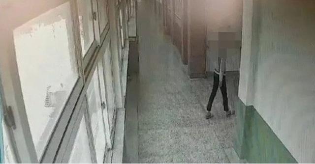 Học sinh tự tử, giáo viên bị kết án 10 tháng tù - 2