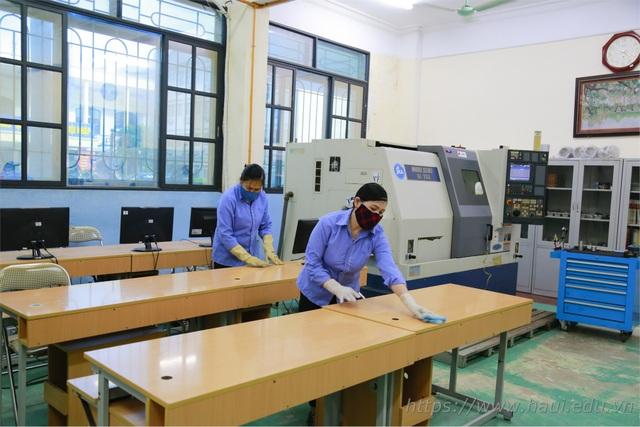 ĐH Công nghiệp Hà Nội dành tiết học đầu giờ hướng dẫn SV kê khai y tế - 1