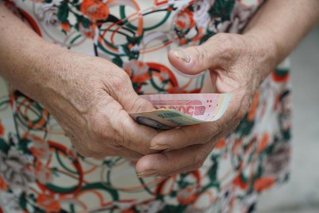 TPHCM chi hơn 400 tỷ đồng hỗ trợ người dân khó khăn sau dịch Covid-19 - 1