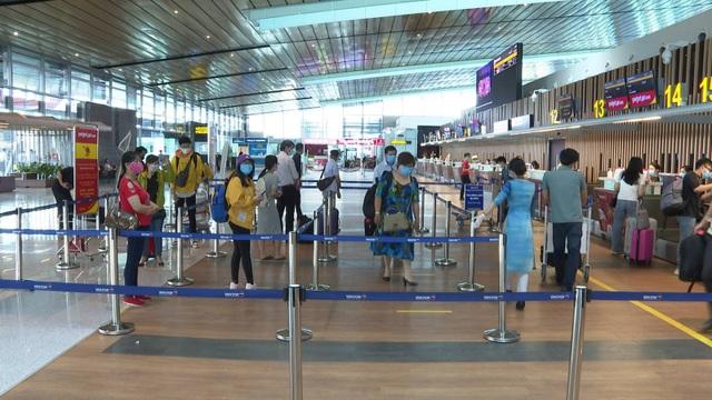 Sân bay Vân Đồn đón gần 300 chuyên gia Hàn Quốc - 4