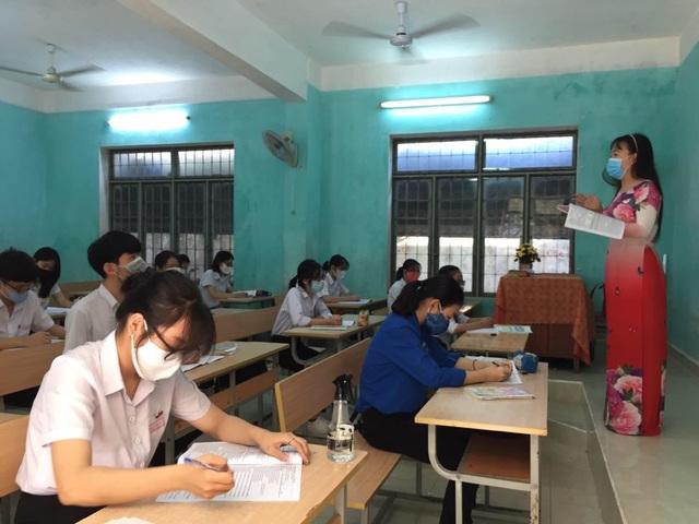 Quảng Ngãi: Ngày đầu đi học trở lại, bậc THPT vắng 837 học sinh - 1