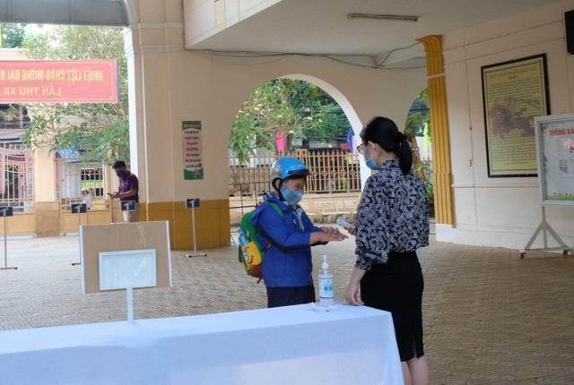 Đà Nẵng: Trang bị cả máy rửa tay sát khuẩn tự động cho giáo viên, học sinh - 3