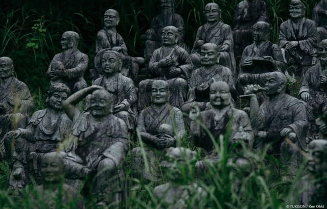 Hơn 800 bức tượng bỏ hoang gây rùng rợn, ám ảnh - 1
