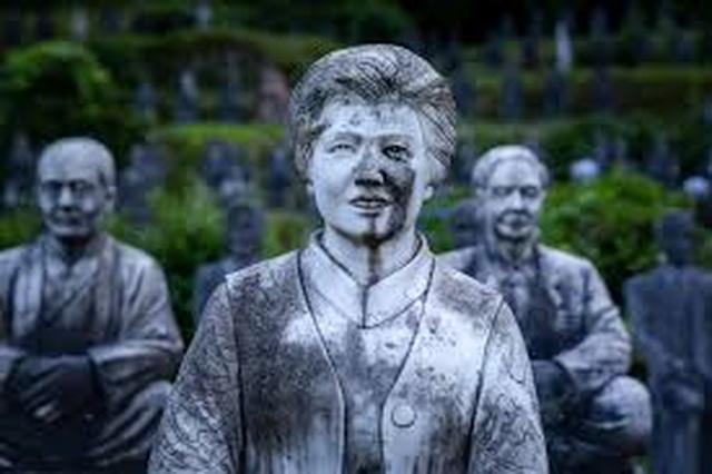 Hơn 800 bức tượng bỏ hoang gây rùng rợn, ám ảnh - 3