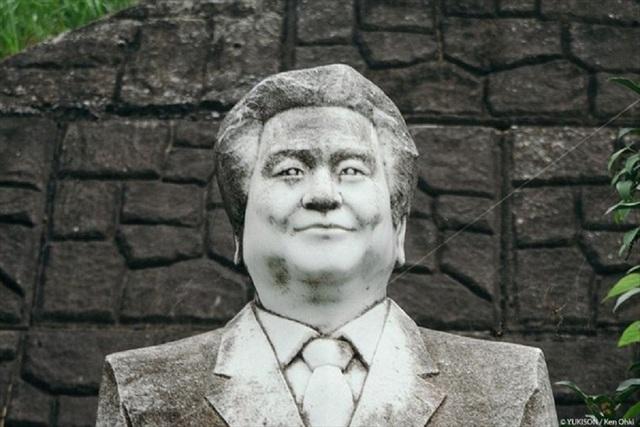 Hơn 800 bức tượng bỏ hoang gây rùng rợn, ám ảnh - 4
