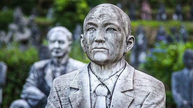 Hơn 800 bức tượng bỏ hoang gây rùng rợn, ám ảnh - 5