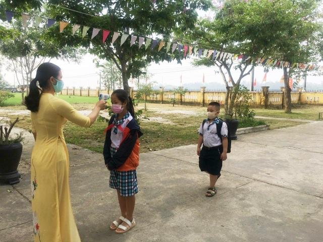 Đà Nẵng: Trang bị cả máy rửa tay sát khuẩn tự động cho giáo viên, học sinh - 6