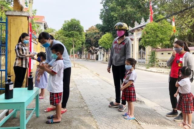 Đà Nẵng: Trang bị cả máy rửa tay sát khuẩn tự động cho giáo viên, học sinh - 7