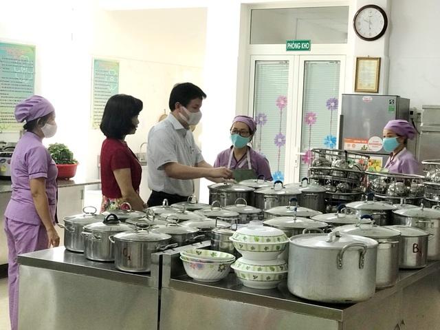 Đà Nẵng: Trang bị cả máy rửa tay sát khuẩn tự động cho giáo viên, học sinh - 10