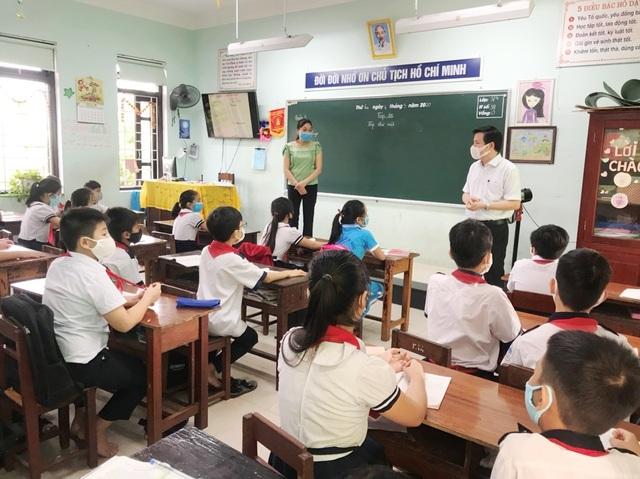 Đà Nẵng: Trang bị cả máy rửa tay sát khuẩn tự động cho giáo viên, học sinh - 9