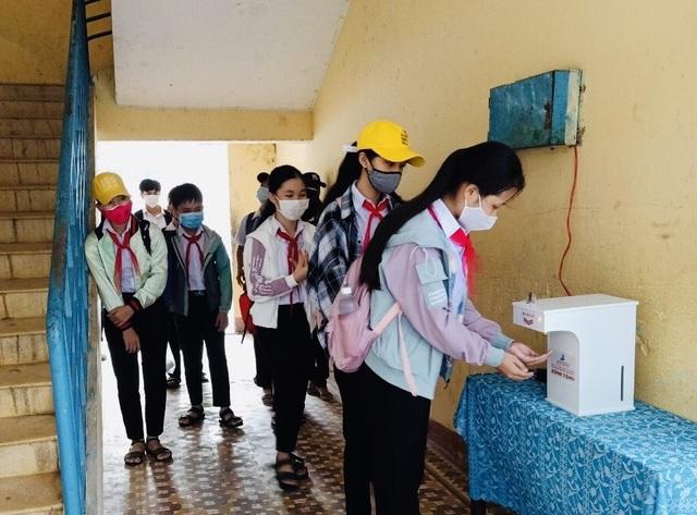 Đà Nẵng: Trang bị cả máy rửa tay sát khuẩn tự động cho giáo viên, học sinh - 5