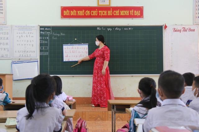 Học sinh trở lại lớp, nhiều trường lo lắng vì trò quên kiến thức - 1