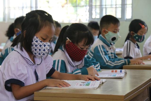 Học sinh trở lại lớp, nhiều trường lo lắng vì trò quên kiến thức - 2