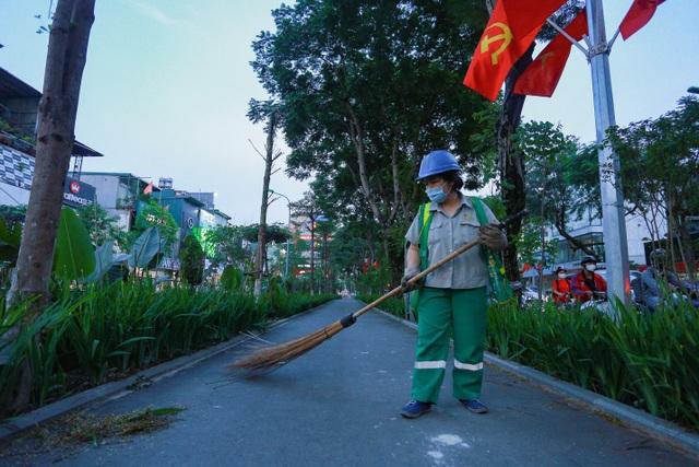 Người Hà Nội thích thú với đường đi bộ rợp cây xanh lãng mạn như phim Hàn - 12