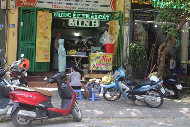 Nắng nóng, người Hà Nội ùn ùn kéo đến quán nước giải nhiệt - 1