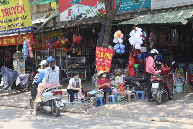 Nắng nóng, người Hà Nội ùn ùn kéo đến quán nước giải nhiệt - 2