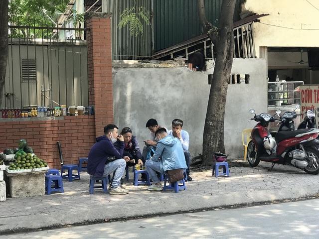 Nắng nóng, người Hà Nội ùn ùn kéo đến quán nước giải nhiệt - 3