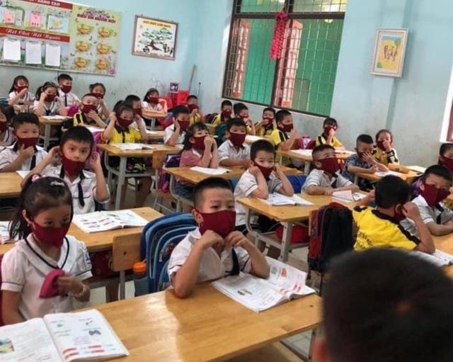 Hàng triệu học sinh đi học trở lại, nhà trường tích cực phòng ngừa dịch - 2