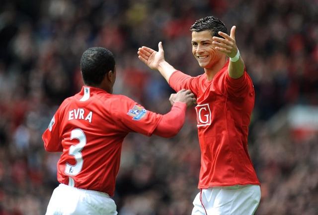 HLV Ferguson từng từ chối để Evra gia nhập Real Madrid - 1