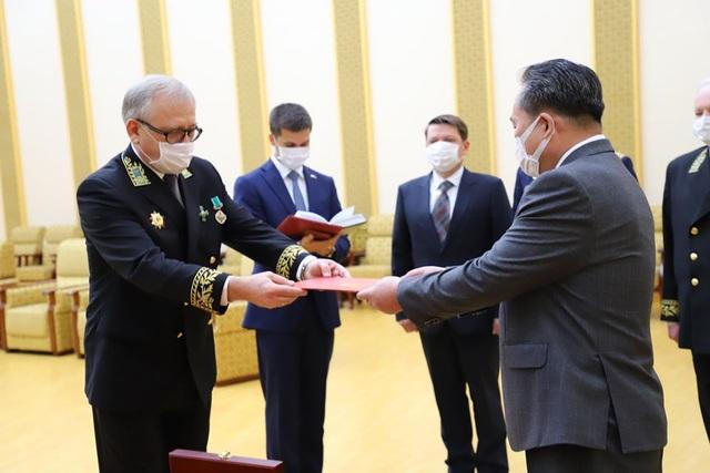 Tổng thống Putin trao huân chương cho ông Kim Jong-un - 1