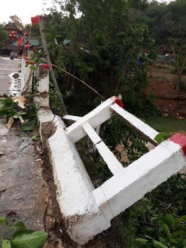 Cận cảnh trận lốc xoáy càn quét bản làng xứ Nghệ - 16