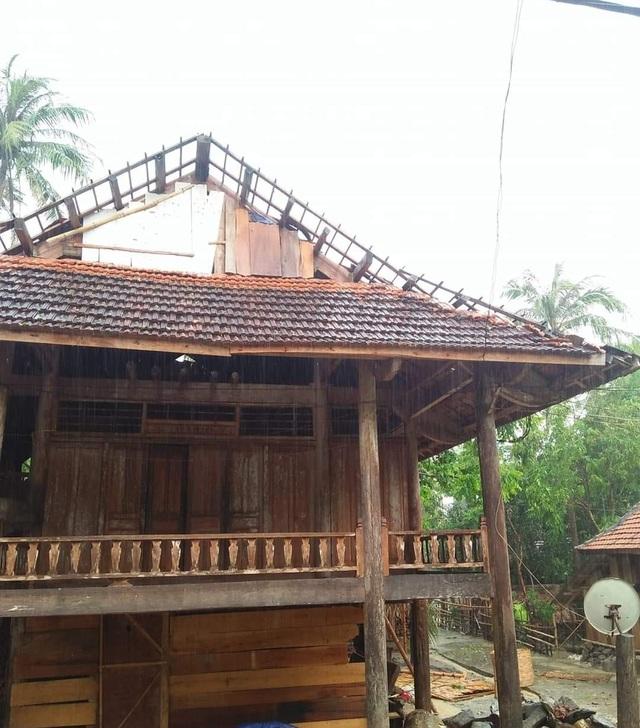 Cận cảnh trận lốc xoáy càn quét bản làng xứ Nghệ - 10