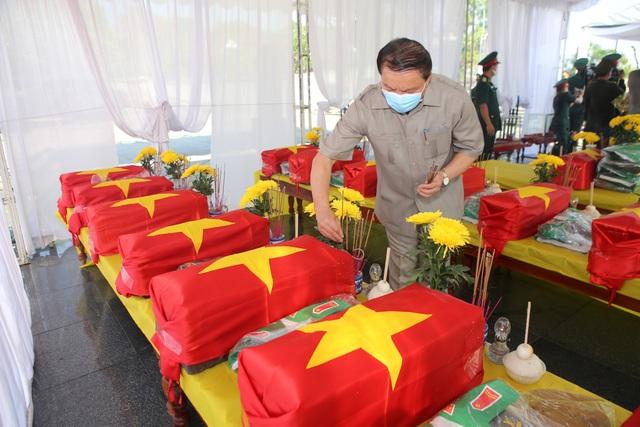 Truy điệu, an táng 16 hài cốt và 1 mộ tập thể liệt sĩ hy sinh tại Lào - 1