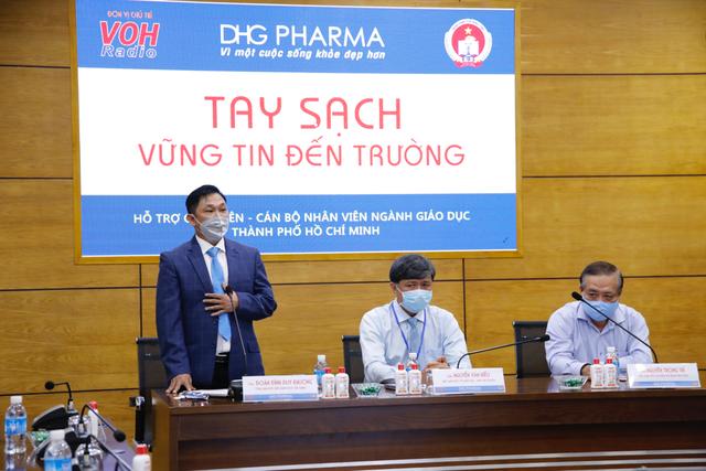 TPHCM: Giáo viên tiểu học được DHG Pharma tài trợ gel rửa tay phòng dịch - 1