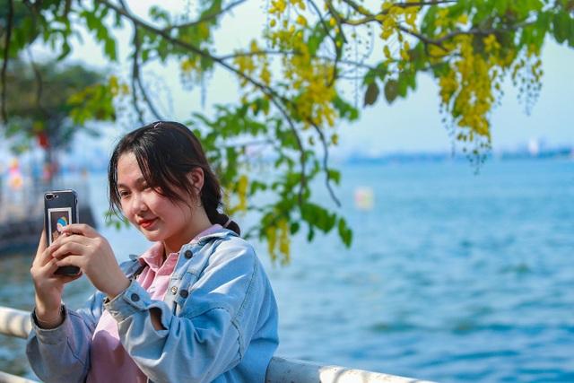 Con đường nhuộm kín sắc hoa muồng hoàng yến, đẹp nên thơ ở Hà Nội - 9