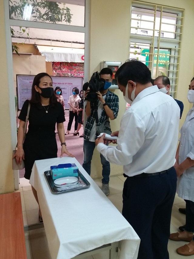 Các trường THCS quận Hoàn Kiếm náo nức đón HS trở lại sau đợt nghỉ dịch - 1