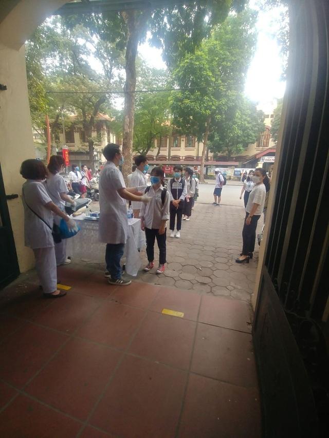 Các trường THCS quận Hoàn Kiếm náo nức đón HS trở lại sau đợt nghỉ dịch - 6