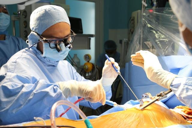 """Bệnh viện tuyến quận """"mở đường"""" phẫu thuật tim cứu 100 ca bệnh - 1"""