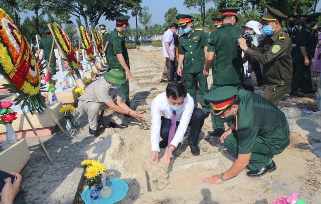 Truy điệu, an táng 16 hài cốt và 1 mộ tập thể liệt sĩ hy sinh tại Lào - 4