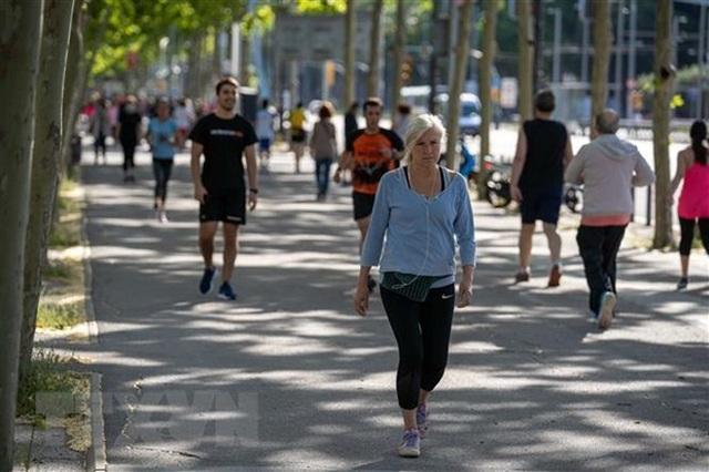Số người nhận trợ cấp thất nghiệp tại Tây Ban Nha tăng lên mức kỷ lục - 1
