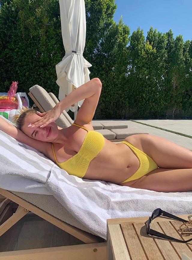 Bạn thân của Kylie Jenner tung ảnh gợi cảm - 5