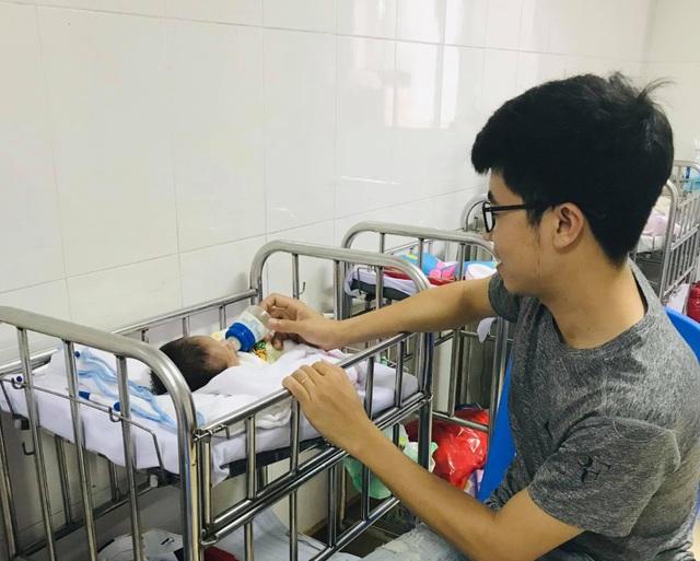 Cứu sống bé sinh non 28 tuần tuổi bị hoại tử dạ dày hiếm gặp - 2