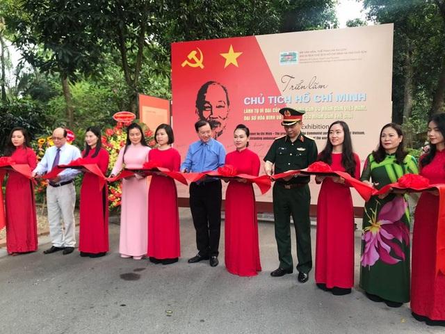 Trưng bày 250 bức ảnh tư liệu về cuộc đời - sự nghiệp Chủ tịch Hồ Chí Minh - 1