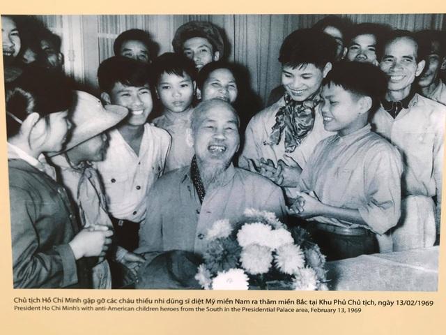 Trưng bày 250 bức ảnh tư liệu về cuộc đời - sự nghiệp Chủ tịch Hồ Chí Minh - 2