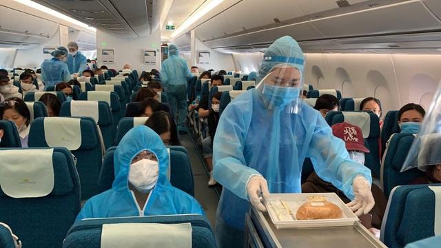 Hàng không quốc gia đưa hơn 200 người Việt từ vùng dịch Pháp về nước - 2