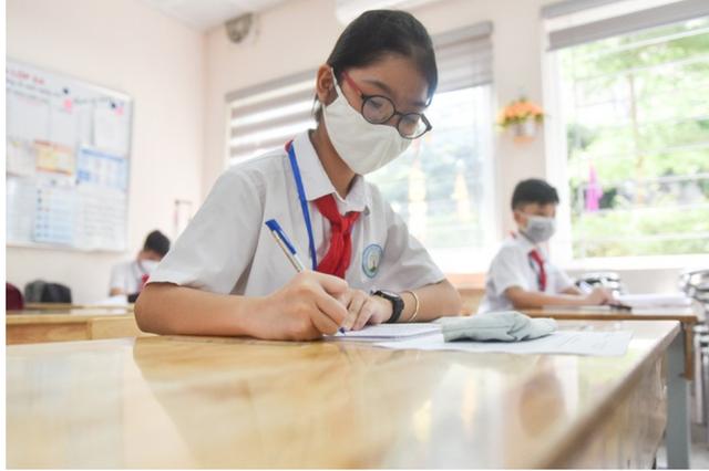 Bộ Giáo dục: Bỏ giãn cách, không bắt buộc đeo khẩu trang trong lớp học - 1