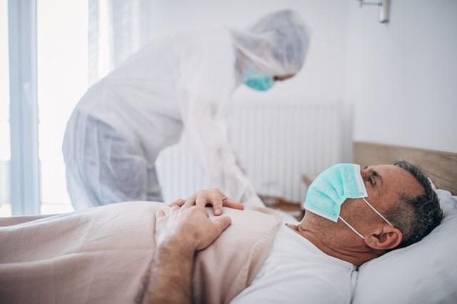 """Bệnh nhân ung thư ở Anh """"mòn mỏi"""" chờ đợi ngày được phẫu thuật - 2"""